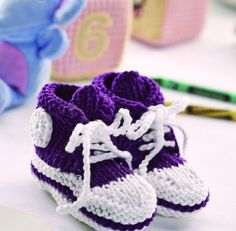 Baby high top bootees