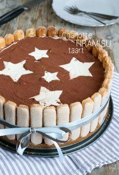Charlotte tiramisu taart, recept zonder oven! Charlotte Tiramisu, Charlotte Cake, Xmas Food, Christmas Desserts, Christmas Baking, No Bake Desserts, Just Desserts, Dessert Recipes, Cake Recept