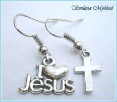 Boucles d'oreilles `I Love Jesus`. Métal argenté : Boucles d'oreille par perles-et-couronnes