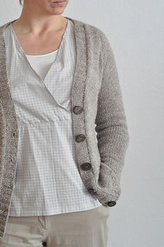 Ravelry: PetraMar's 'Gilliat' ~ a version of the pattern 'Shapely Boyfriend' by Stefanie Japel. This is a FREE pattern download via Ravelry and just what I need for my days working on my farm!!