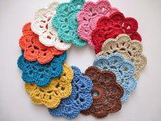 Crochet Puff Flower My Rose Valley: Maybelle blomman på svenska Crochet Puff Flower, Crochet Flower Patterns, Crochet Mandala, Crochet Designs, Knitting Designs, Crochet Flowers, Big Knit Blanket, Jumbo Yarn, Big Knits