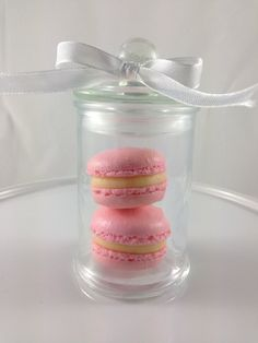 Mini Macarons in a jar - perfect for wedding favor.
