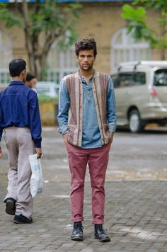 Street style bombay street style indian men fashion, india f Street Style Trends, Casual Street Style, Street Style India, Best Men's Street Style, Cool Street Fashion, India Style, 1970s Fashion Men, India Fashion Men, Indian Men Fashion