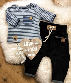 Selcuk ozdogan adlı kullanıcının beğenilen panosundaki pin м Baby Outfits, Outfits Niños, Little Boy Outfits, Toddler Outfits, Handmade Baby Clothes, Baby Kids Clothes, Bebe Love, Kids Fashion Boy, Baby Shirts