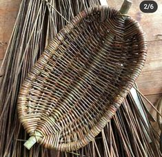 Bamboo Weaving, Willow Weaving, Weaving Art, Rope Basket, Basket Weaving, Basket Decoration, Crochet Motif, Wood Design, Diy Furniture