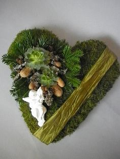Heart containing succulents Funeral Flower Arrangements, Succulent Arrangements, Floral Arrangements, Succulents, Grave Decorations, Heart Decorations, Christmas Decorations, Grave Flowers, Funeral Flowers
