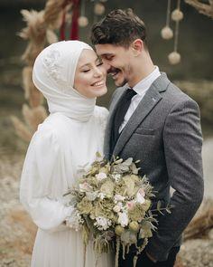 - Hochzeitsfotos (Hijab), Wedding Photos (Hijab) Hochzeitsfotos (Hijab) Wedding Photos (Hijab) D. Muslimah Wedding Dress, Muslim Wedding Dresses, Hijab Bride, Muslim Brides, Wedding Hijab, Wedding Dresses Photos, Wedding Outfits, Wedding Bouquet, Wedding Favors