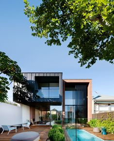 The ultra-modern addition at the rear of the house belies its 19th-century facade.