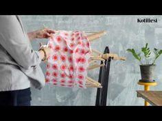 Katso videolta, kuinka matonkude syntyy kerinpuut apuna. Weaving, Rag Rugs, Helsinki, Carpets, How To Make, Farmhouse Rugs, Rugs, Types Of Rugs, Loom Weaving