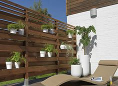 Fencing with plant pots for a small garden Castorama Fr.
