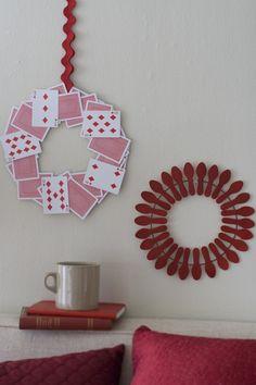 Guirlanda de cartas de baralho e colheres descartáveis - criativo