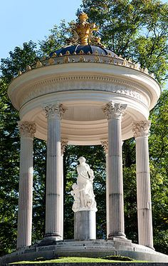 Skulptur der Venus The Beautiful Country, Beautiful Places, Linderhof Palace, European Decor, Germany Castles, Bavaria Germany, Wonders Of The World, Venus, Gazebo