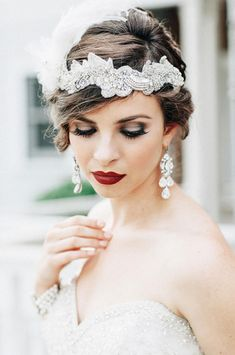 Wedding makeup for brown eyes: dark bridal makeup