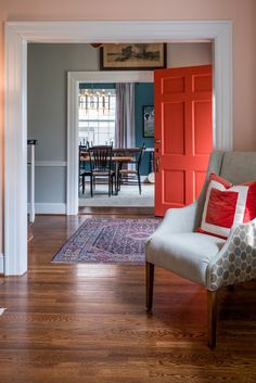 Transitioning Contrasting Colors between Rooms
