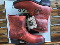 Frye Engineer 8r Sz 9 In Burnt Red Boots. Get the must-have boots of this season! These Frye Engineer 8r Sz 9 In Burnt Red Boots are a top 10 member favorite on Tradesy. Save on yours before they're sold out!