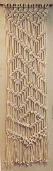 O Painel Macramê pode ser usada em diversos lugares e de diversas maneiras, descubra a sua! Feito em Cordão de algodão na cor crú, pode ser feito, sob encomenda em outras cores e também em polipropileno Elegância com a simplicidade artesanal !