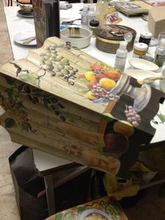 SIFA Decoupage Decor Crafts, Diy Crafts, Decoupage Wood, Gift Baskets, Painting On Wood, Easter Eggs, Projects To Try, Scrap, Baby Shower