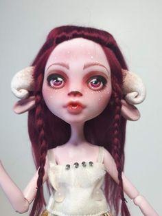 818 Best Dolls Images Dolls Monster High Dolls Doll Repaint