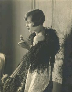 ↢ Bygone Beauties ↣ vintage photograph of from Vogue, 1922