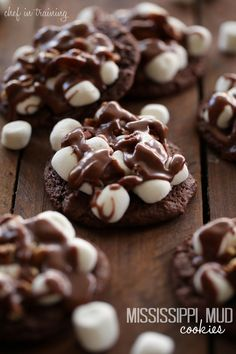 Mississippi Mud Cookies - These cookies are phenomenal! Soft chewy chocolate cookie, topped with marshmallows, pecans and an insanely delicious chocolate glaze! Mud Cookies, Yummy Cookies, Yummy Treats, Sweet Treats, Cookies Soft, Almond Cookies, Cookie Desserts, Just Desserts, Delicious Desserts