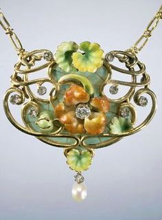 Collier van goud met diamanten, parels en email. Versierd met in felle kleuren geëmailleerde bloemen van de Oostindische kers, anoniem, ca. 1900 - ca. 1910