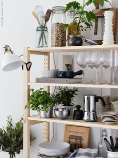 IVAR stellingkast | Deze pin repinnen we om jullie te inspireren! #IKEA #IKEArepint #eetkamer #voorraadkast #servies