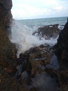 Água mole em pedra dura Tanto bate Que a fura