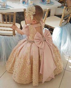 Ahhhh love this! Baby Girl Frocks, Baby Girl Party Dresses, Little Girl Dresses, Gowns For Girls, Frocks For Girls, Girls Dresses, Baby Birthday Dress, Birthday Dresses, Flower Girls