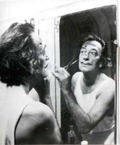 portraits d'artistes: Salvador Dali, photographie dans le miroir