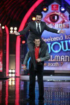 Salman Khan lifting Anil Kapoor on his shoulders on Bigg Boss Bollywood Stars, Bollywood Fashion, Funny Crush Memes, Salman Khan Photo, Handsome Celebrities, Indian Star, King Of Hearts, Film Industry, Bollywood Celebrities