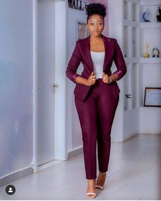 Classy and Casual Work Outfits For Hitting the Office in Style 45 Classy and Casual Work Outfits For Hitting the Office in Style Classy Work Outfits, Classy Dress, Chic Outfits, Dress Outfits, Office Outfits, Suit Fashion, Look Fashion, Workwear Fashion, Fashion Blogs