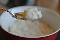 """Milchreis ist ein sehr praktisches """"One-pott""""-Essen. Einfach alle 5 Zutaten in einen Topf oder in den Thermomix geben, köcheln lassen, ziehen lassen und genießen."""