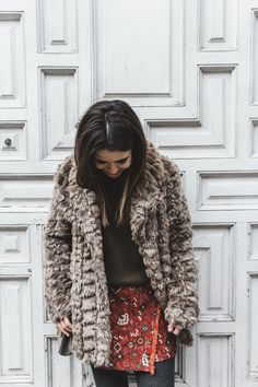 Faux_Fur_Coat-Boho_Skirt-Formula_Joven-Loafers-Outfit-Street_Style-Collage_Vintage-29