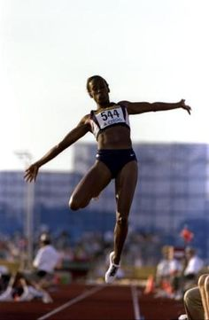 Whats the Proper Technique for Doing the Long Jump?: Flight – Hang Technique Source by jaydacalon Jump Workout, Track Workout, Exercise, Female Pose Reference, Pose Reference Photo, Long Jump, High Jump, Vertical Workout, Jumping Poses