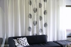 Luumutar: Verhot vaihtuu silmissä Curtains, Home Decor, Blinds, Decoration Home, Room Decor, Draping, Home Interior Design, Picture Window Treatments, Home Decoration