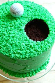 Golf Cake: Make a hole in one with this vibrant cake. Dad won't be able to r… Golf Cake: Make a hole in one with this vibrant cake. Dad won't be able to resist! Click through to find some more easy Father's Day cupcake and cake decorating ideas. Fathers Day Cupcakes, Fathers Day Cake, Cupcake Recipes, Cupcake Cakes, Bolo Diy, Cupcakes Decorados, Cookie Decorating, Decorating Ideas, Decorating Cakes
