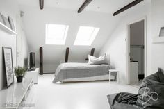 Scandinavian style - apartment full of Simplicity and Beauty Room Ideas Bedroom, Bedroom Bed, Bedrooms, Small Bedroom Designs, Dome House, Attic Rooms, Osaka, Scandinavian Design, Home And Living