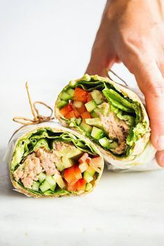 What's the most convenient take-to-work or take-to-school or take-to-park lunch ever? Definitely this healthy Tuna Wrap. Healthy Tuna, Healthy Meals To Cook, Easy Healthy Dinners, Healthy Soup, Healthy Cooking, Healthy Snacks, Healthy Eating, Cooking Tips, Pastas Recipes