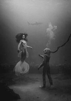 """""""diver's dream"""" par Oliver Regueiro. ici en noir et blanc mais l'image originale est en couleur"""