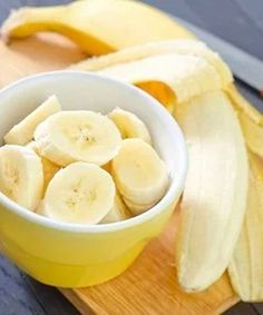 Banana - Gate 🍌😂 It does make me laugh how the mashed banana is syned but hey , I'll just chop mine 🥰 Snack Recipes, Healthy Recipes, Snacks, Healthy Tips, Healthy Food, Banana Health Benefits, Banana Contains, Slimming World Breakfast, Health And Wellness