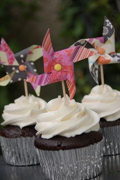 Pinwheel cupcake topper