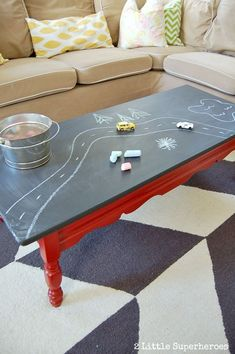 DIY Chalk Board Coffee Table | http://diyfunideas.com/diy-chalk-board-coffee-table/    ...............Follow DIY Fun Ideas at www.facebook.com/... for tons more great projects!