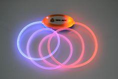 Coleira de Fibra Óptica TECH PETS®.Cor: Azul e Laranja.Tamanho: Único.Safety and Beauty For All®. Let´s Have Fun®!    www.techpets.net