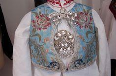 Sigdal/Eggedal Krødsherad og Flå Folk Costume, Costumes, Ader, Bridal Crown, Norway, Scandinavian, How To Wear, Bucket, Clothes