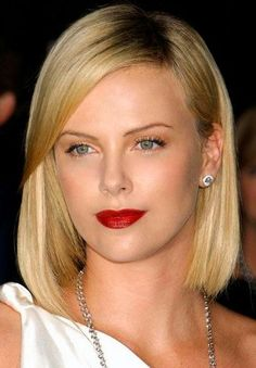 Charlize Theron Red Carpet Hair And Hairstyles Blonde Curls, Short Blonde, Blonde Bobs, Charlize Theron Hair, Sleek Bob, Red Carpet Hair, Atomic Blonde, Prettiest Actresses, Sleek Ponytail