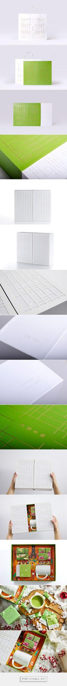 Guan Tea - Happiness Gift Box packaging design by Mint Brand - https://www.packagingoftheworld.com/2018/04/guan-tea-happiness-gift-box.html
