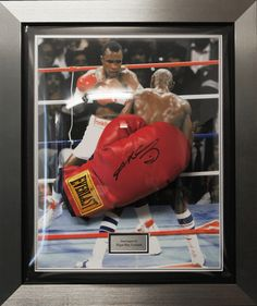 This authentic hand signed Sugar Ray Leonard Everlast boxing glove display Hand signed by the boxing legend The picture backdrop is of the classic encounter between these two champions that were famous for the brawl Framed in a quality silver frame with bespoke acrylic dome, black & silver mounts with silver plaque. This is a really nicely framed item Comes with a certificate of authentication mounted on the reverse of the frame. Dimensions: 53cm x 63cm approx