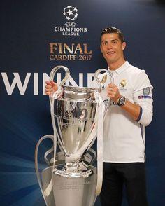 Cristiano Ronaldo deserves Ballon d'Or – Perez Cristino Ronaldo, Cristiano Ronaldo Juventus, Ronaldo Football, Ronaldo Real, Juventus Logo, Cardiff, Good Soccer Players, Football Players, Portugal National Football Team