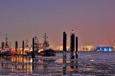 Hamburg-Winterzeit:  http://www.bilderwerk-hamburg.de/category/hamburg_winterzeit/