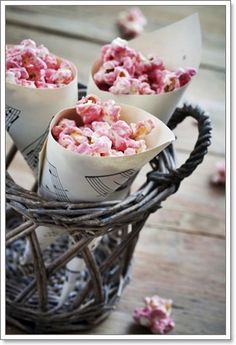 Flavored popcorn instead of conventional dessert at weddings